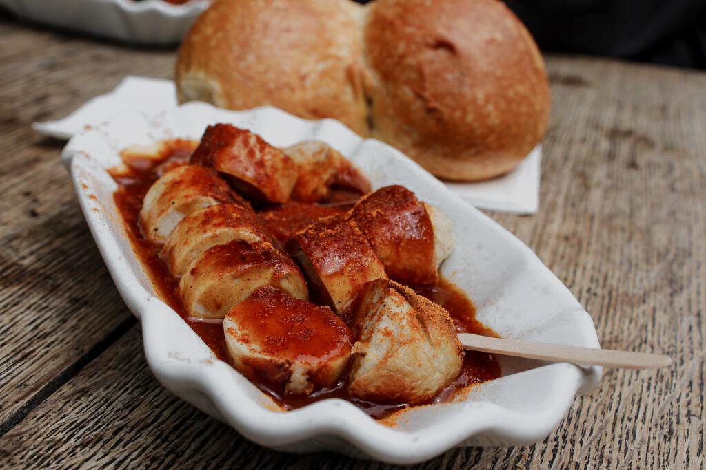 Schnitzel und Burger_Currywurst