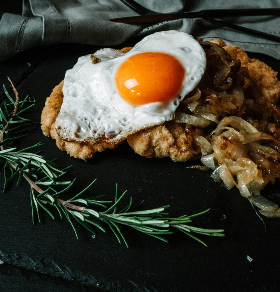 Schnitzel und Burger_Spiegelei