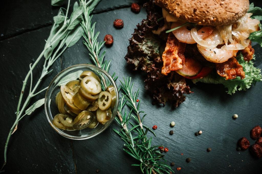 Schnitzel und burger_SurfandTurf